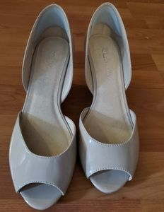 Nude patent leather Chinese Laundry wedges
